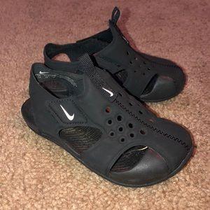 Nike Boys Shoe - Size 8 - GUC